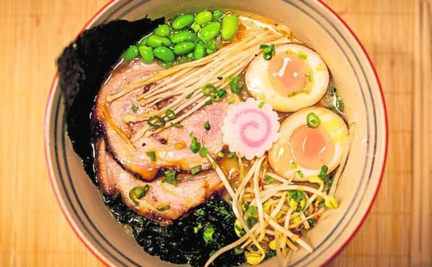 Nogacu ramen m laga el sabor de la cocina tradicional for Mesa japonesa tradicional