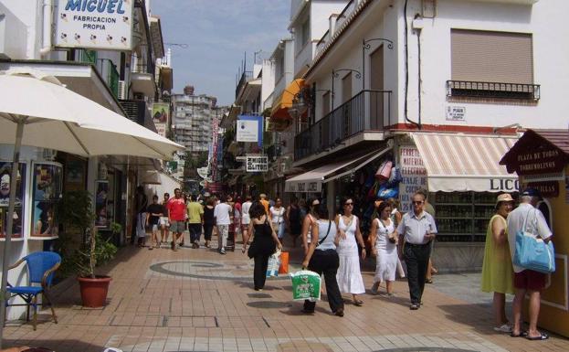 Reclaman toldos en la calle san miguel de torremolinos - Toldos torremolinos ...