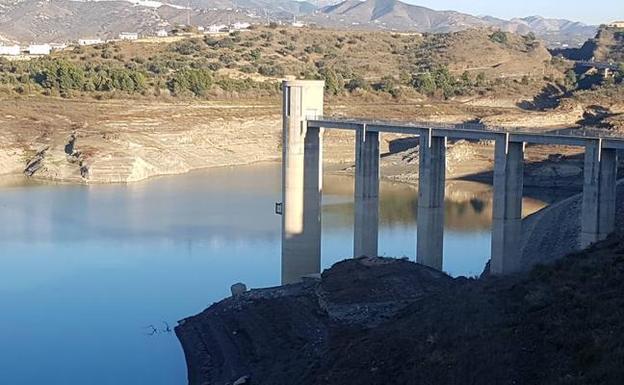 El embalse de La Viñuela se encuentra ya al 22% de su capacidad con sólo 38 hm3/A. P.