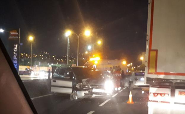M laga aparatoso accidente de tr fico en la entrada a for Oficina de trafico en malaga