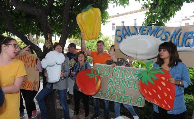 M s de 800 padres exigen en marbella la continuidad de los comedores escolares con cocina - Comedores escolares malaga ...