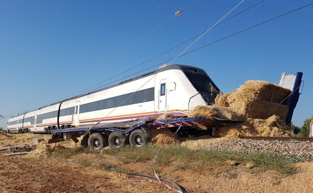 un tren de media distancia entre sevilla y málaga arrolla a un