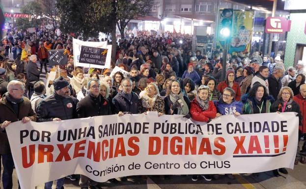 Más de un millar de personas pide en Santiago mejoras en urgencias sanitarias./Efe