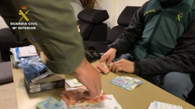 La Guardia Civil intervino 200.000 euros. /G. C.