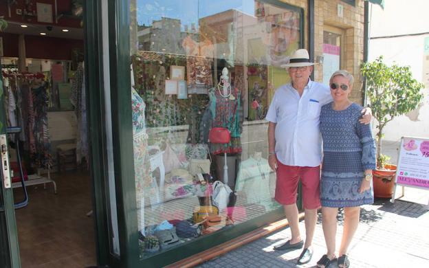 Una familia de comerciantes 'guapos' en Las Cuatro Esquinas