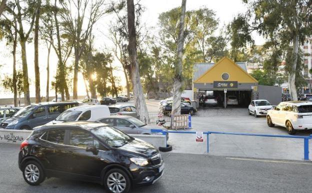 La Policía Local precinta el 'parking' frente a los Baños del Carmen