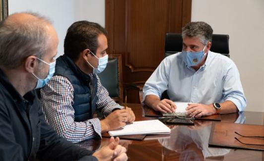 Reunión del alcalde con los responsables de la obra. /Sur