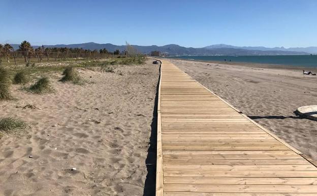 Camino de acceso a la playa del Parador de Golf que se realizó hace tres años. /SUR