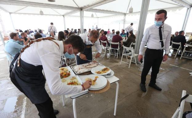 Las reuniones en Andalucía se amplían de cuatro a seis personas, excepto en el interior de bares y restaurante